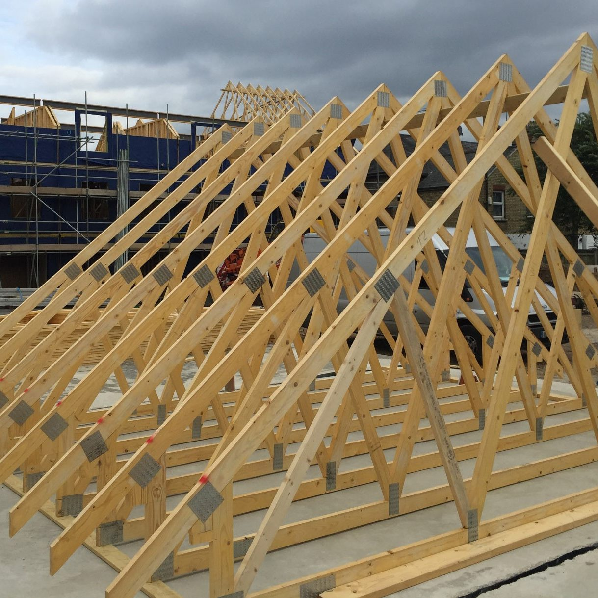 image from: https://www.mbctimberframe.co.uk/roof-trusses